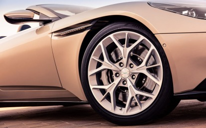 Aston Martin DB11 Volante-020