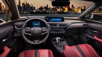 Lexus UX-008